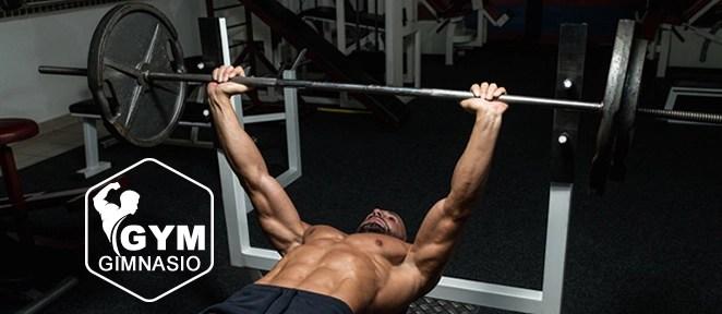 ejercicio gimnasio press de banca