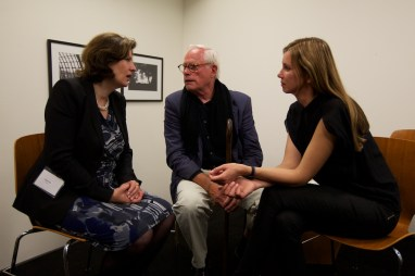 Stefanie Then (GIN4B) and Claudia Schaller (GIN4B) in discussion with Dieter Rams | Photo © 2011 John McDermott
