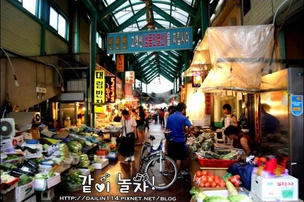韓國江陵》무박2일之江陵中央市場(강릉중앙시장)吃吃吃之我們要上電視了!(韓國綜藝節目2天1夜、UKiss也來此出過外景)