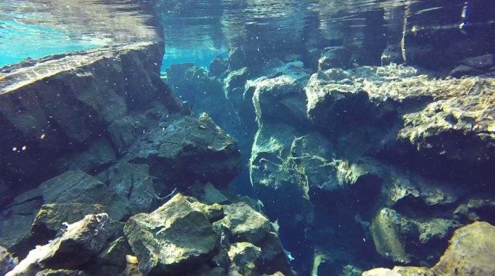 Silfra-Spalte-Þingvellir-Nationalpark-Roadtrip-Island-gindeslebens.com_