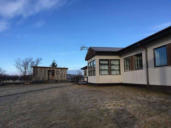 Außenansicht Borealis Hotel Islands Südwesten und der Golden Circle Roadtrip Island gindeslebens.com © Thomas Mussbacher und Ines Erlacher
