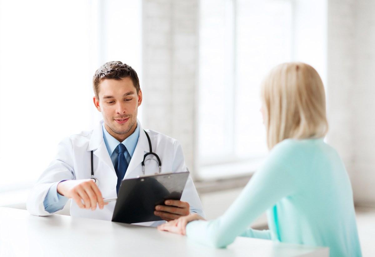 Prevención del Cáncer Cérvico-Uterino prevención del cáncer cérvico-uterino Prevención del Cáncer Cérvico-Uterino m  dico con paciente