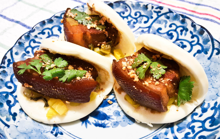 Taiwanese Gua Bao 刮包 (Braised Pork Belly)
