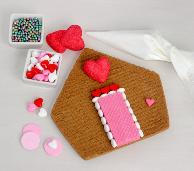 valentines gingerbread house 2015a-6