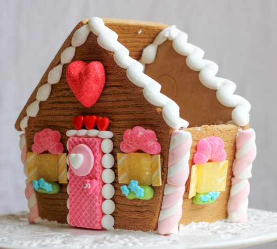 valentines gingerbread house 2015c-10