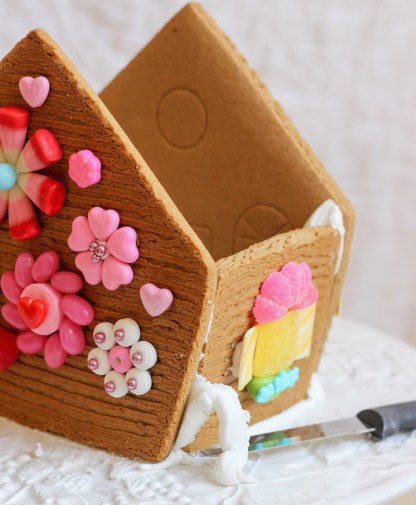 valentines gingerbread house 2015c-7