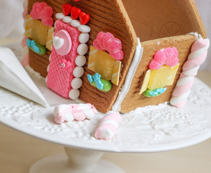 valentines gingerbread house 2015c-8