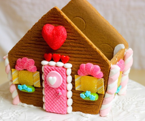 valentines gingerbread house 2015c-9