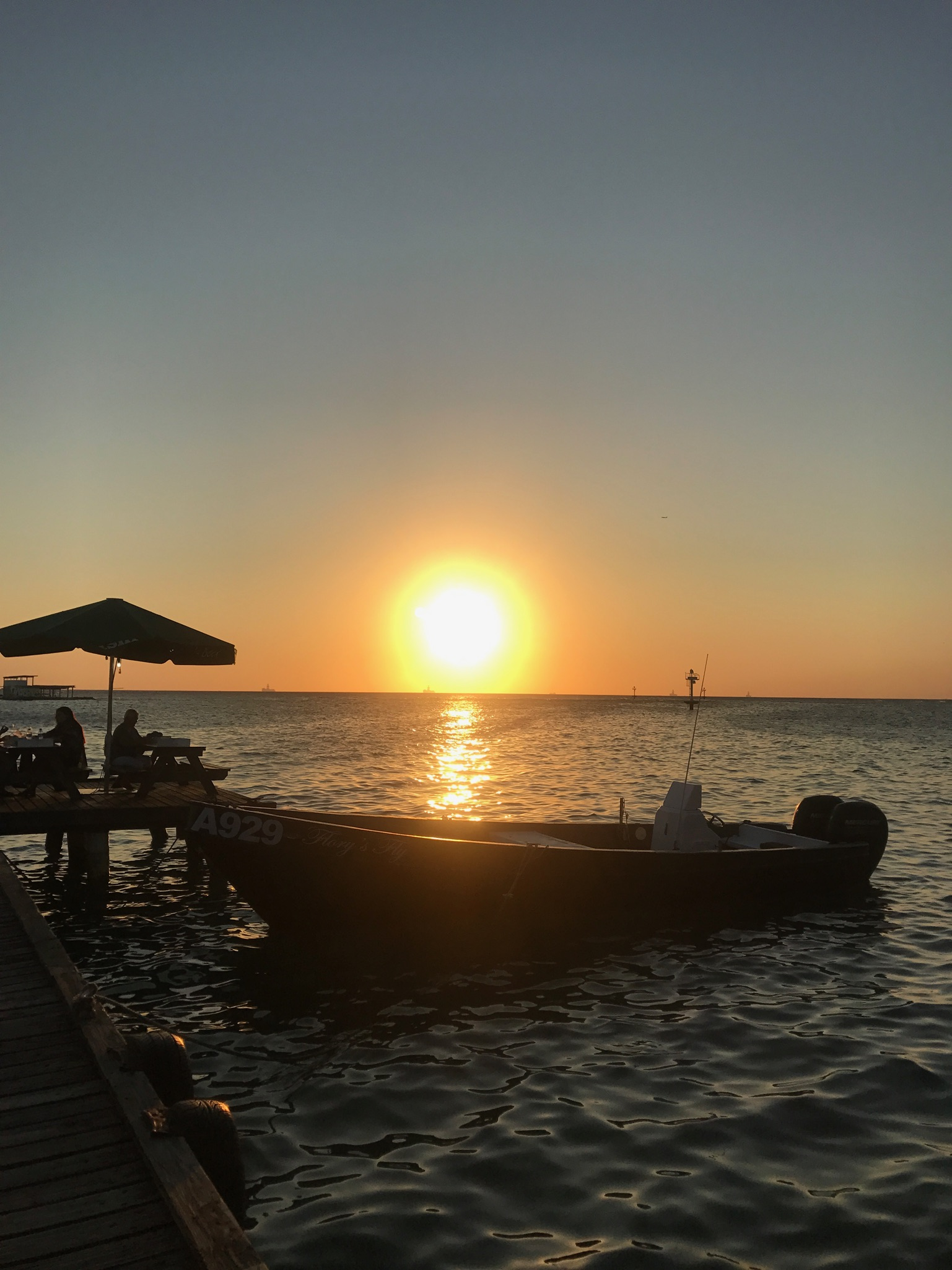 Zeerovers sunset aruba saveneta