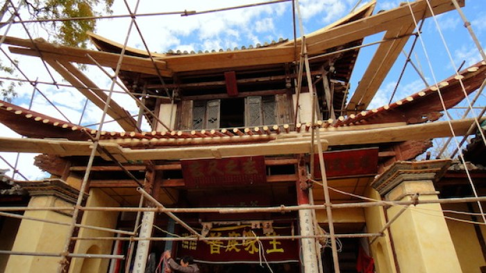 Re-plastered Sakyamuni shrine walls and new rafters in place, Pear Orchard Temple, Shaxi Yunnan China