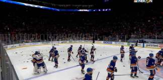 Islanders fans throw garbage on the ice