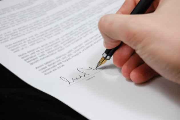 persona che firma una fideiussione