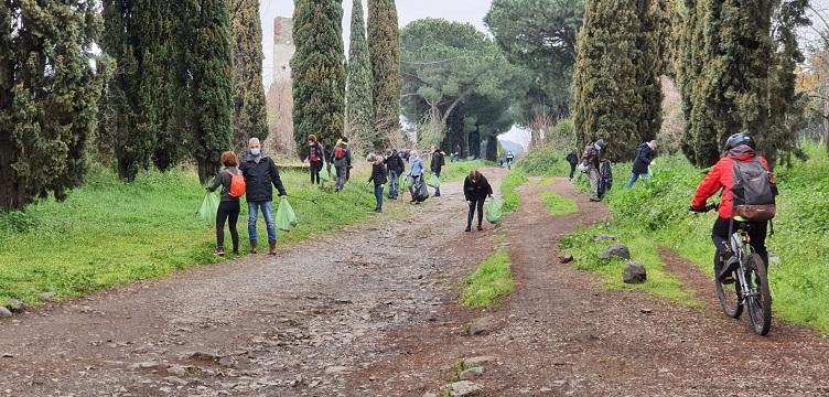 Marino – Legambiente Appia Sud puliscono l'Appia Antica tra Frattocchie e Santa Maria delle Mole