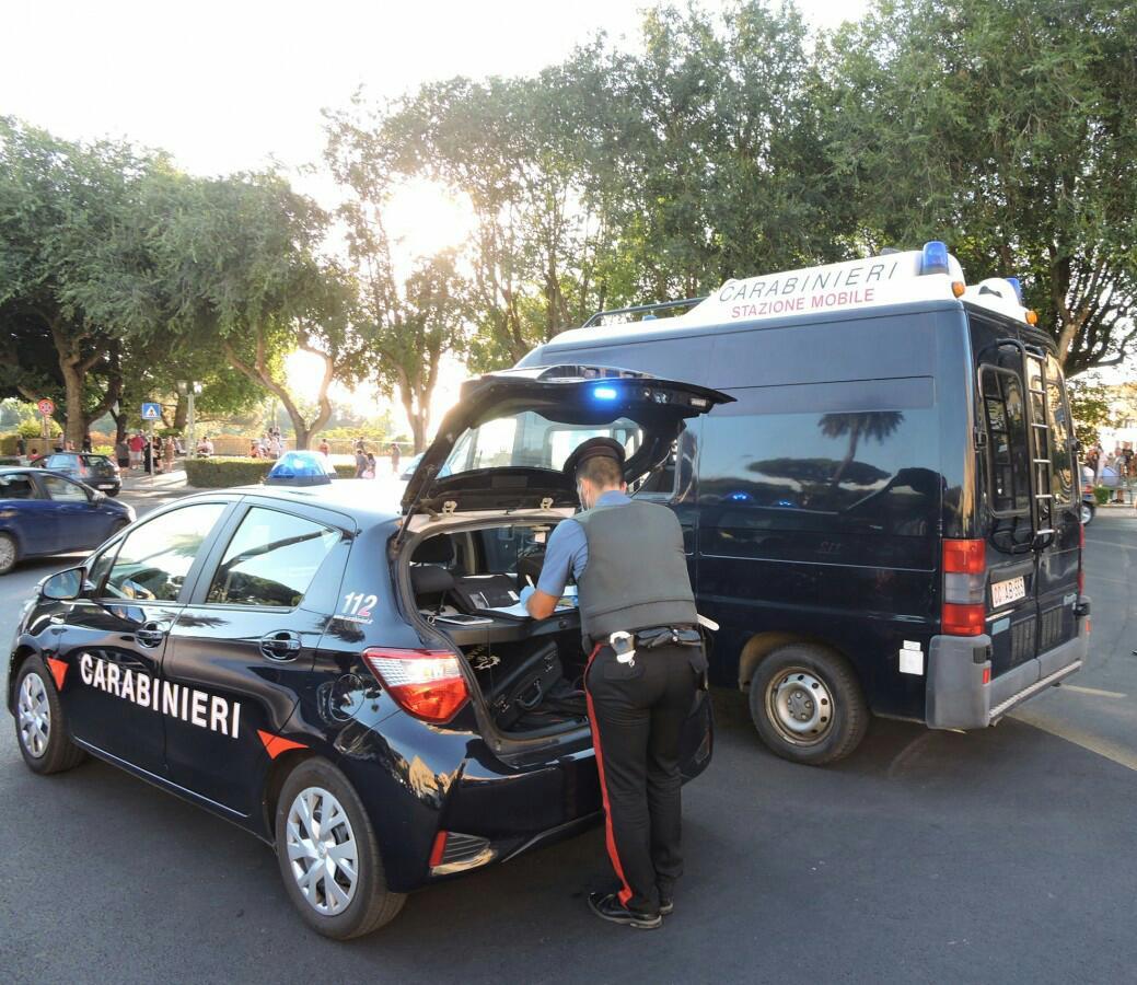 Roma, sorpreso dai Carabinieri con documenti falsi e biglietti per l'estero, arrestato
