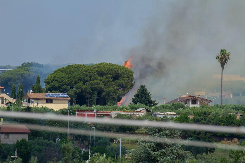 Albano, bonificato dopo 6 ore di lavoro l'incendio in via Massimetta: inceneriti 15 ettari di vegetazione