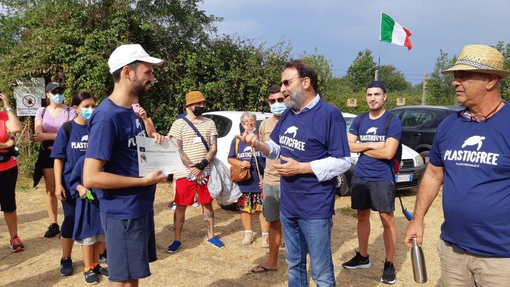Nettuno, volontari di Plasticfree e Gruppo Ricerche Storiche Nettunia riqualificano Torre Astura