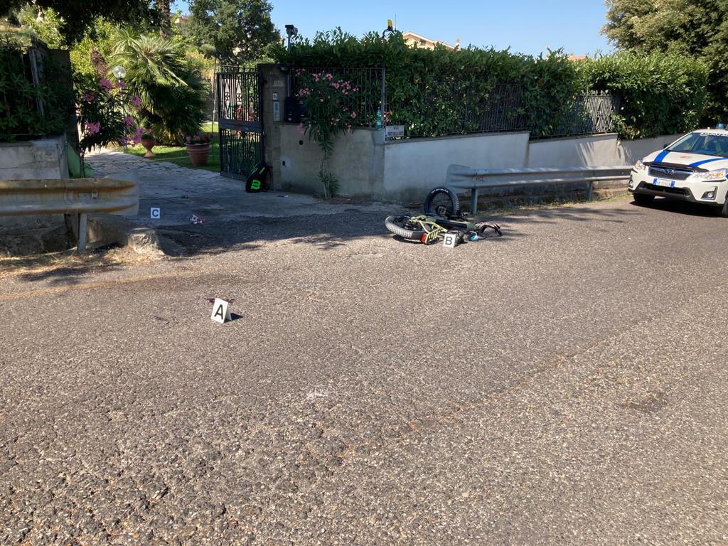 Marino, grave incidente per un ciclista in via Prato della Corte