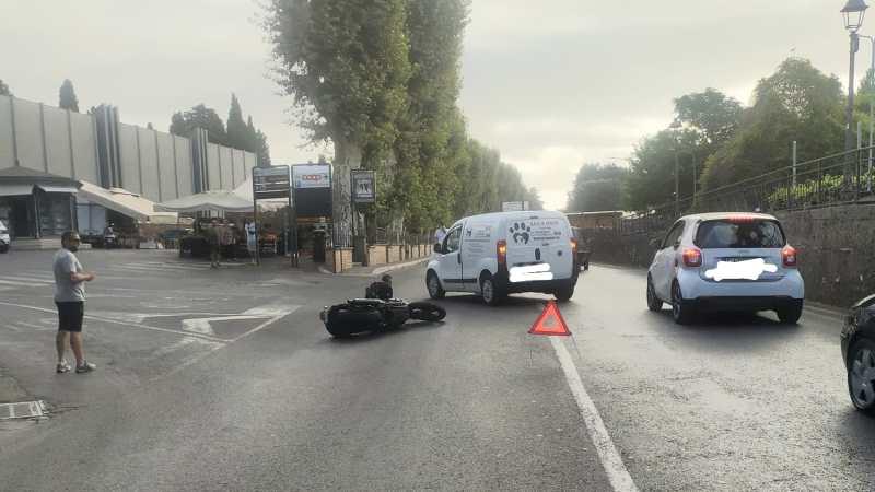 Velletri, sta meglio è stato dimesso il motociclista investito ieri su via Lata