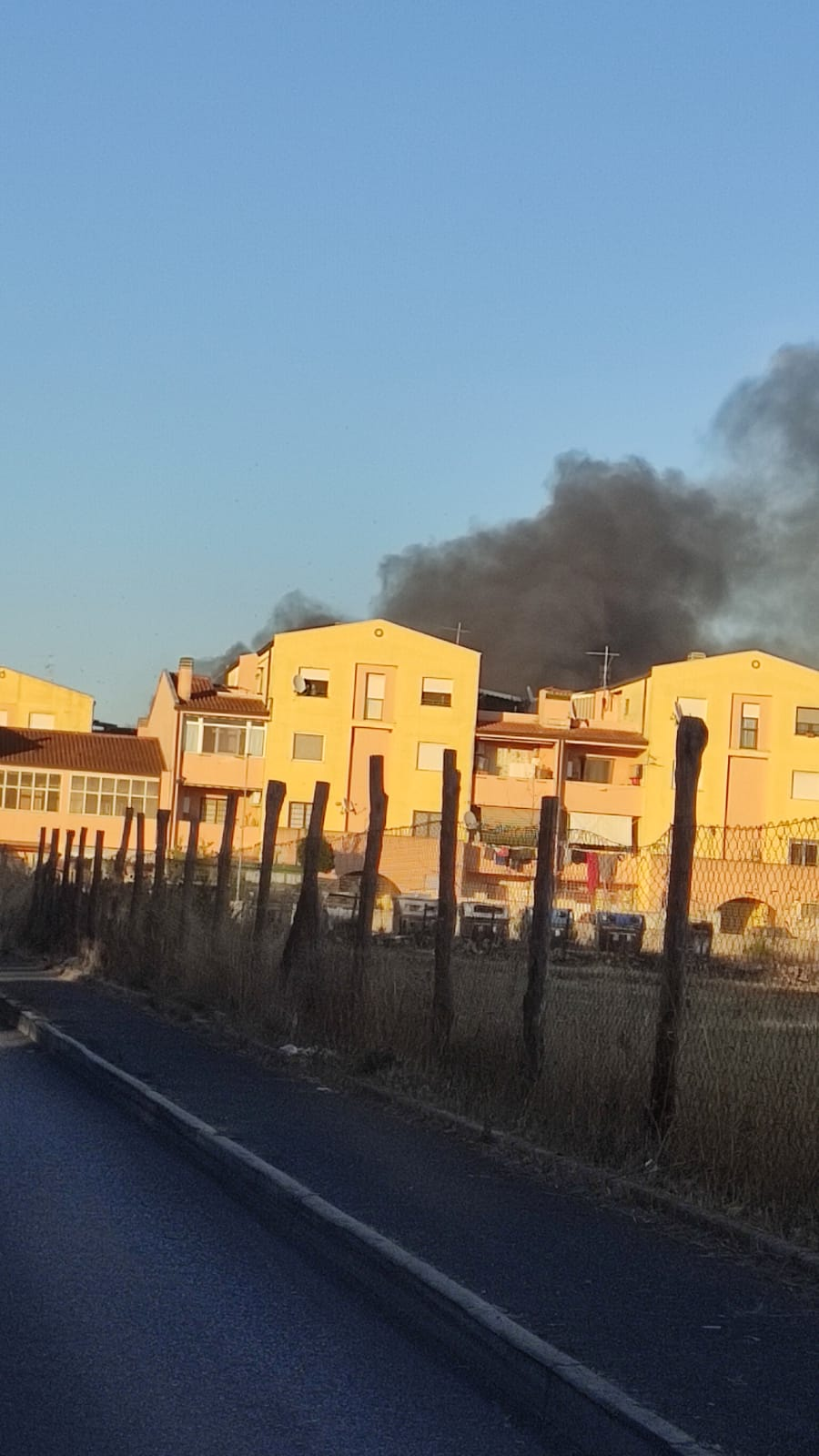 Pomezia, inferno di fuoco a Santa Palomba