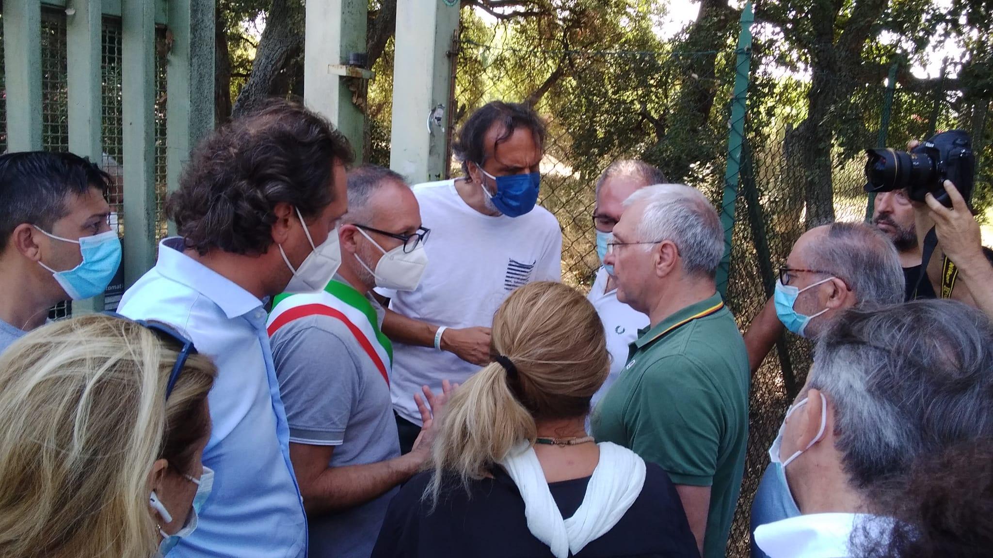 Cecchina, Continuano serrate  le proteste a roncigliano: il sindaco richiede un sopralluogo della discarica