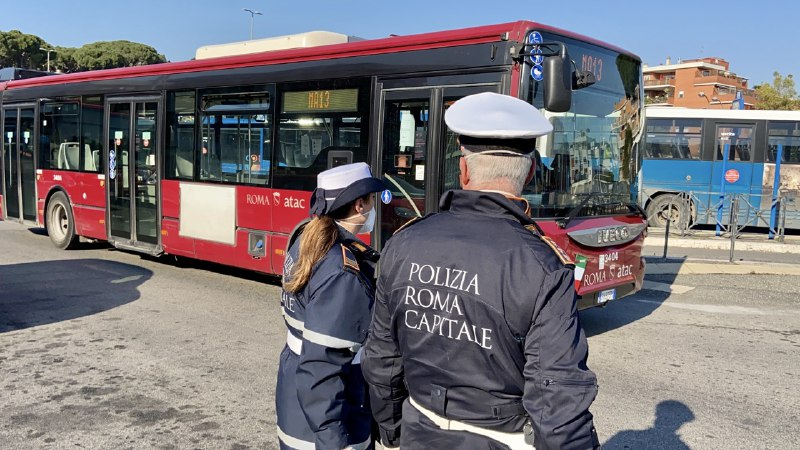 Prati (Roma), si rifiuta di indossare la mascherina sull'autobus: denunciato