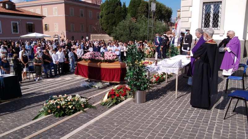 Grottaferrata, in corso i funerali di Claudio Ciocca