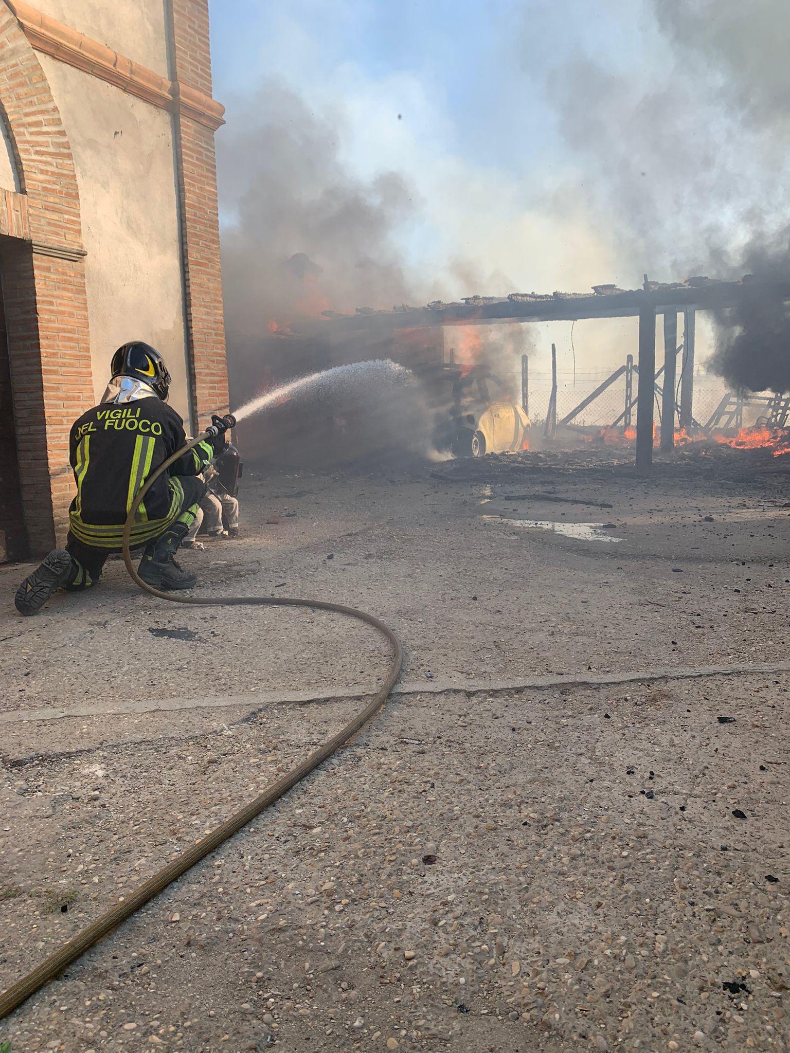 Marino, scoppiato incendio repentino, danni anche ad un'abitazione