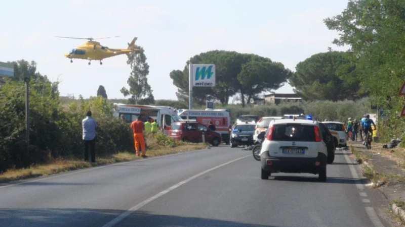 Lanuvio, grave incidente stradale su via Nettunense, centauro perde la vita