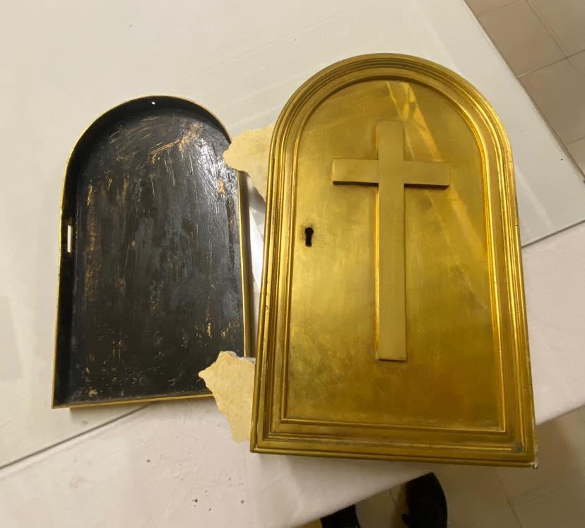 Ariccia , incredulità in centro, rubato tutto il materiale dell'Oratorio Don Bosco, vicino al cimitero. Il furto in nottata tra martedì e mercoledì
