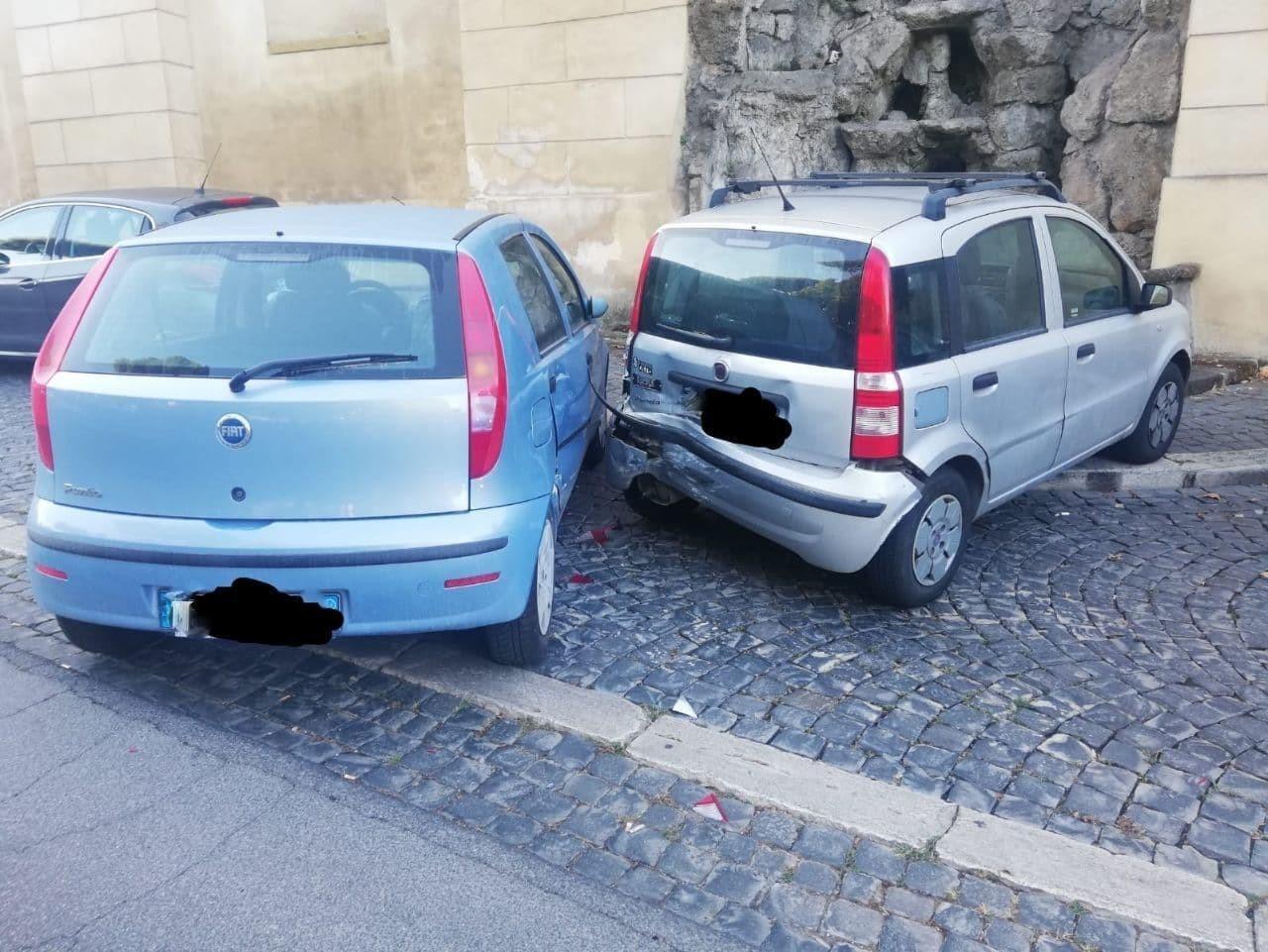 Frascati, urta violentemente due auto in sosta e se ne torna tranquillamente a casa