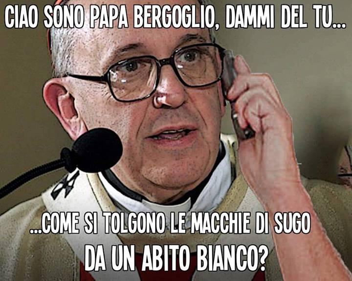 papa bergoglio telefona alla gente 01