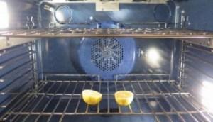 Βάζει στον φούρνο ένα λεμόνι κομμένο στη μέση – Όταν δείτε γιατί θα το κάνετε αμέσως!