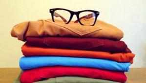 Δείτε πώς να Διπλώσετε τις Μπλούζες σας σε Λιγότερο από 2 Δευτερόλεπτα (VIDEO)