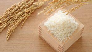 Να Γιατί Πρέπει Να Βάλετε Ένα Δοχείο Με Ρύζι Στη Ντουλάπα Σας