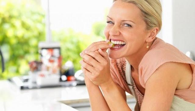 Είστε γυναίκα άνω των 50 και θέλετε να χάσετε εύκολα κιλά; Αυτή είναι η ιδανική διατροφή!
