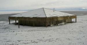 Read more about the article ΒΙΝΤΕΟ: Βρήκαν ένα σπίτι στα βάθη της παγωμένης Ανταρκτικής, στους -93 °C Δεν φαντάζεστε τι είδαν μέσα!