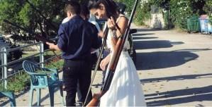 Read more about the article Κεφαλονιά: Νύφη πήγε στον γάμο της με καραμπίνα
