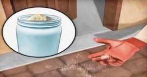 Read more about the article Παίρνει μια Χούφτα αλάτι και το Ρίχνει έξω από την Πόρτα του Σπιτιού της. Ο Λόγος; Δεν Φαντάζεστε!