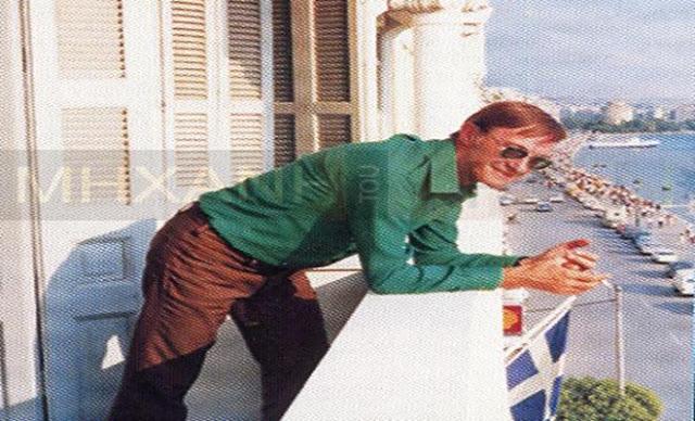Πώς ο Ντίνος Ηλιόπουλος πτώχευσε και αδέκαρος αναγκάστηκε να μεταναστεύσει στην Αμερική. Πλήρωνε τους ηθοποιούς και γυρνούσε σπίτι με τα πόδια