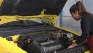 Πύργος: Η 13χρονη μηχανικός αυτοκινήτων που βάζει τα… γυαλιά σε αγόρια και άνδρες