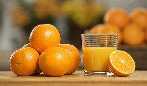Έριξε χυμό πορτοκαλιού μέσα σε νερό που βράζει: Το αποτέλεσμα;