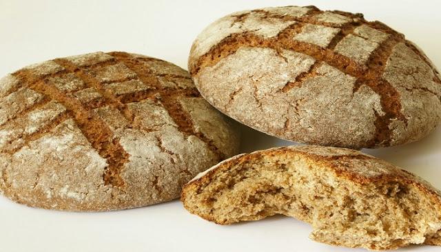 Read more about the article Το ψωμί παχαίνει; Πόσο νερό πρέπει να πίνουμε; Οι χυμοί είναι θρεπτικοί; Το σπανάκι και οι φακές κάνουν στην αναιμία;