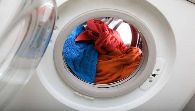 Read more about the article Τι να κάνετε αν κάποιο ρούχο σας ξέβαψε στο πλυντήριο