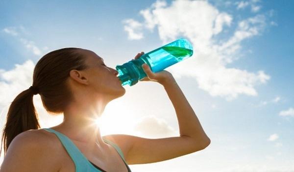Πόσο νερό πρέπει να πίνετε