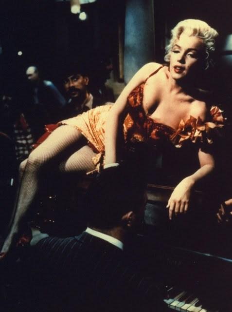 Η εμβληματική Μέριλιν Μονρόε, με το ηδυπαθές βλέμμα, το ασύγκριτο σεξαπίλ της και τα μοναδικά, ξανθά μαλλιά της