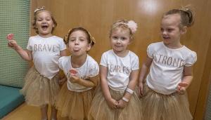Read more about the article Τέσσερα μικρά κoρίτσια νίκησαν μαζί τον καρκίνο και τώρα ποζάρουν σε συγκινητικές φωτογραφίες