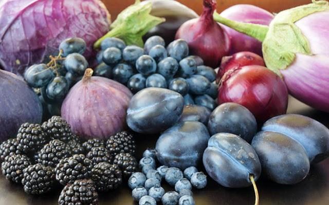Μοβ λάχανο, βατόμουρα, σμέουρα, μελιτζάνες, μοβ σύκα, μοβ σταφύλια