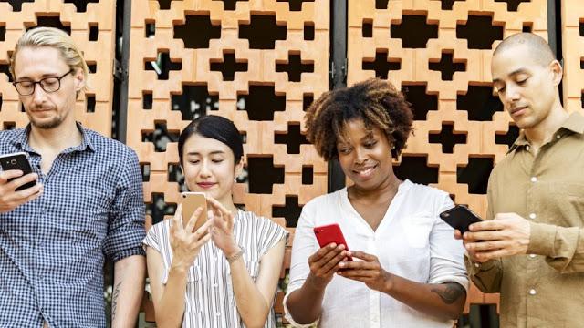 Read more about the article Ποιες είναι οι καλύτερες ώρες για να κάνεις post σε Facebook Instagram