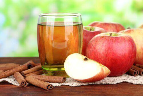 Νερό με κανέλα και μήλο