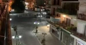 Κορονοϊός: Ολόκληρη Γειτονιά Έγινε… Εκκλησία – Τέρμα Τα Ηχεία Για Να Ακούγονται Οι Ψαλμωδίες